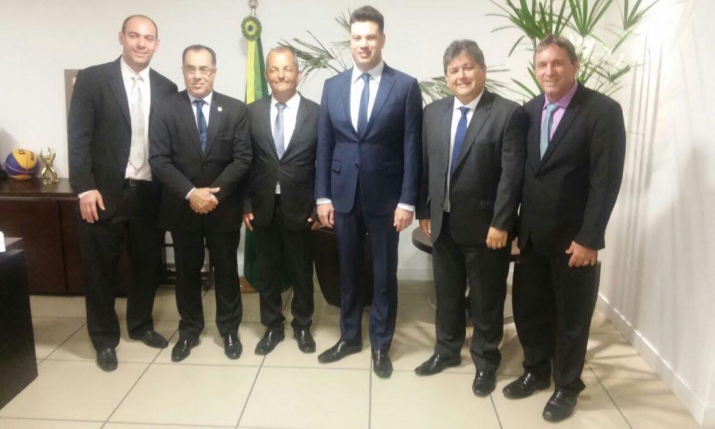 Ministro do Esporte, deputado Celso Jacob e prefeito de Três Rios discutem reforma de  Praça de Esportes